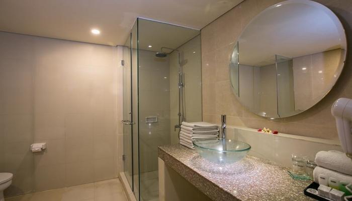 Casa Padma Suites Legian - Kamar Mandi Deluxe suites dan superior suites