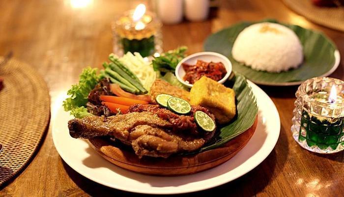 Villa Damar Bandung - Food & Beverage
