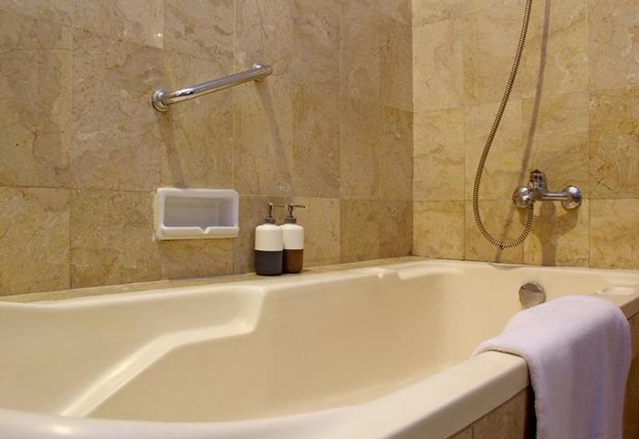 RedDoorz @Lombok Bandung - Kamar mandi
