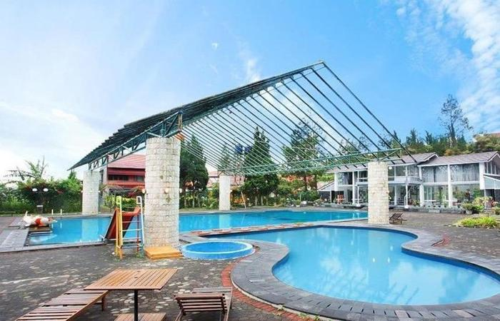Villa Rotensia Istana Bunga Lembang Bandung - Kolam Renang