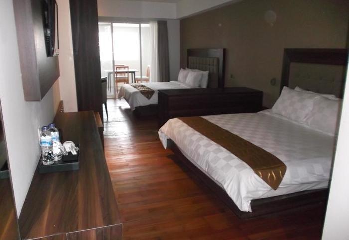 HOM Gowongan Platinum Hotel Yogyakarta - Family Suite Room