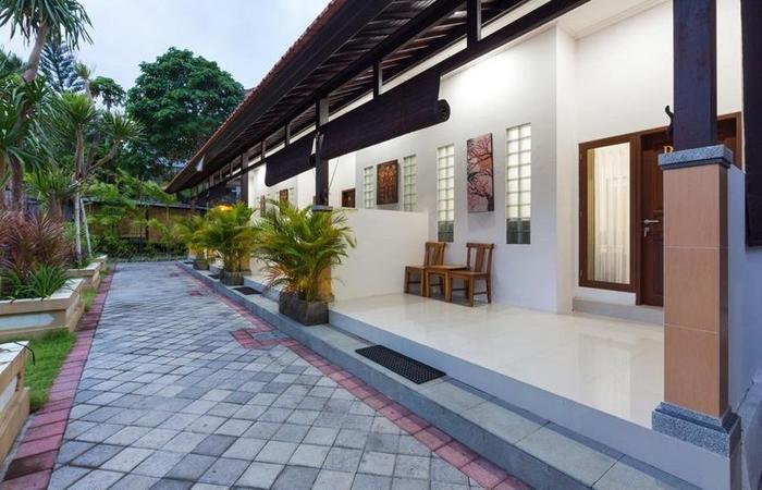 Kubal Guest House Seminyak - Exterior