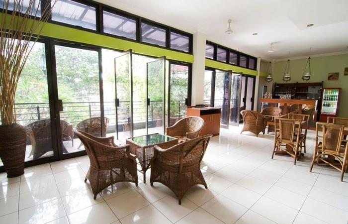 RedDoorz near Gubeng Station Surabaya - Interior