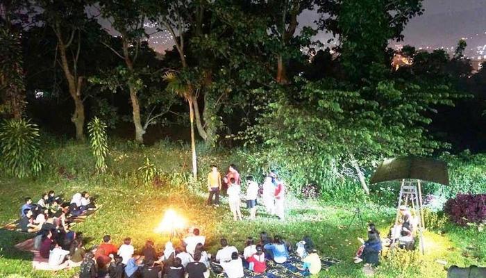 Pondok Buah Sinuan Bandung - Halaman luas bisa untuk kumpul acara api unggun