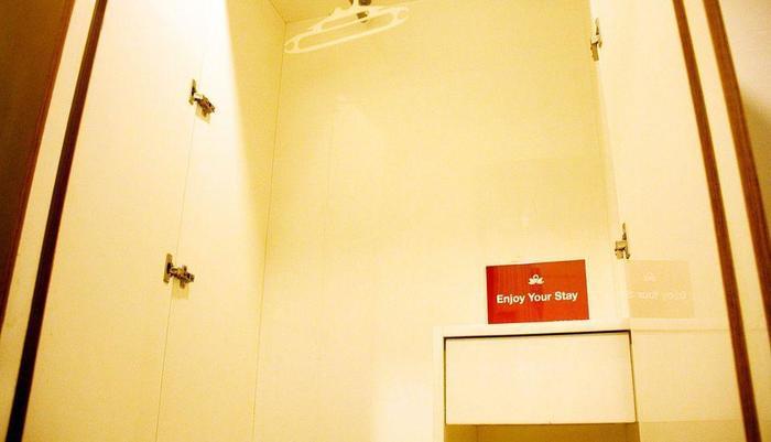 ZEN Rooms Riau Martadinata Bandung - Interior Kamar