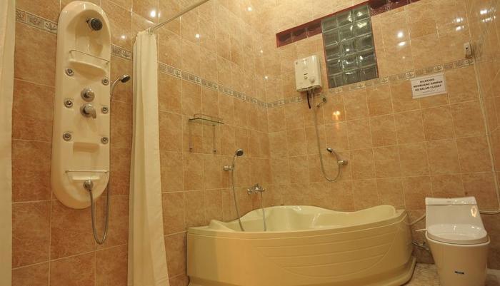 Hotel Ramayana Garut - Suite Bathroom