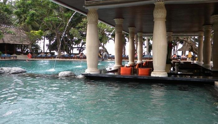Puri santrian Bali - Kolam renang utama