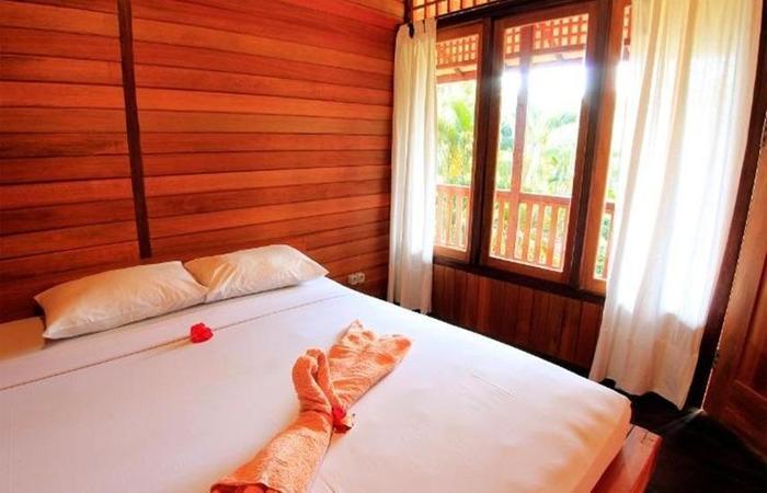 Pesona Bulan Baru Hotel Lombok - Woodhouse Ac Room
