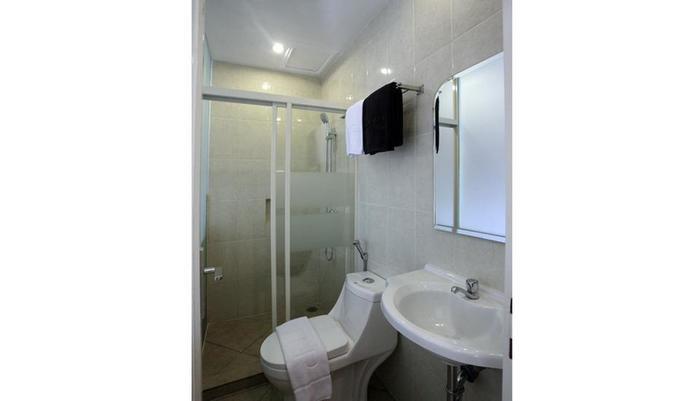 Nite & Day Surabaya - Gunungsari Surabaya - Starry Nite Bathroom