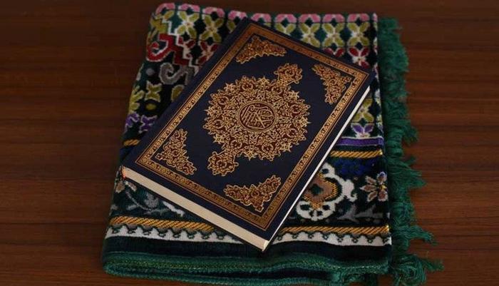 Namira Syariah Surabaya Hotel Surabaya - Sajadah Dan Al-Quran