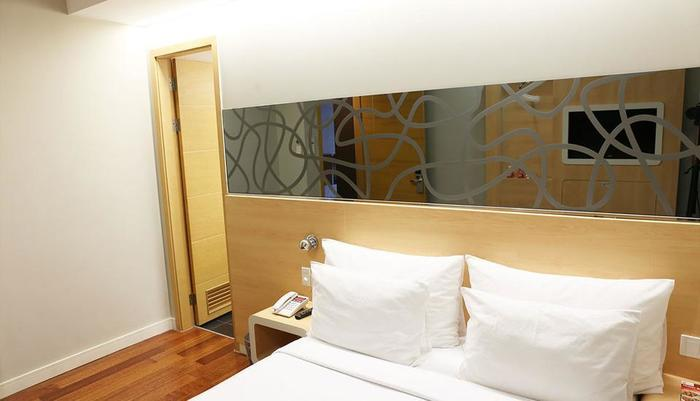 Citihub Hotel at Pecindilan Surabaya - Nano Room