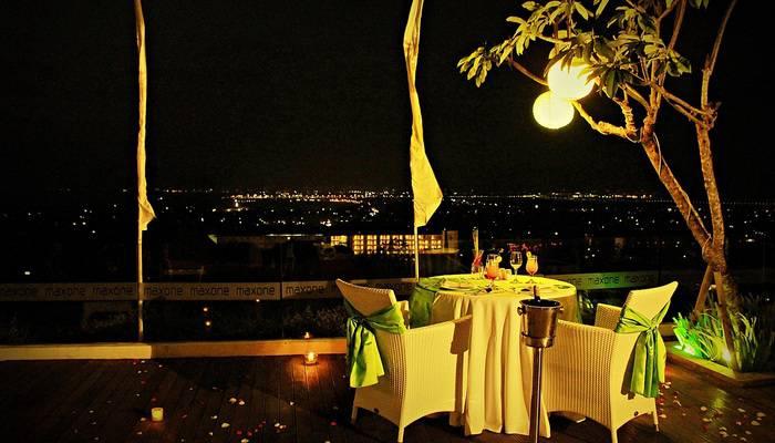 MaxOne Hotels Bukit Jimbaran - Romantic Dinner