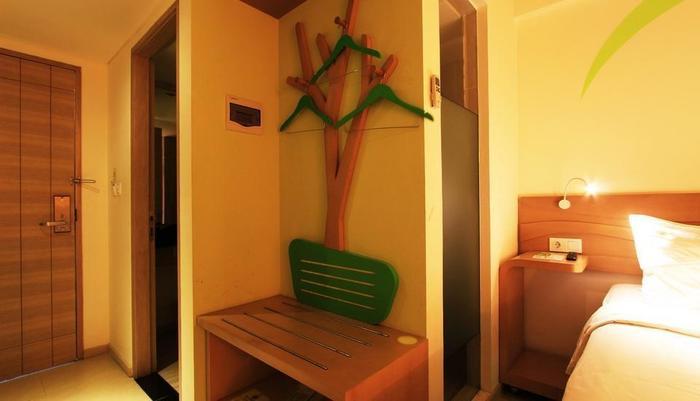 MaxOne Hotels Bukit Jimbaran - Max Happiness Wardrobe
