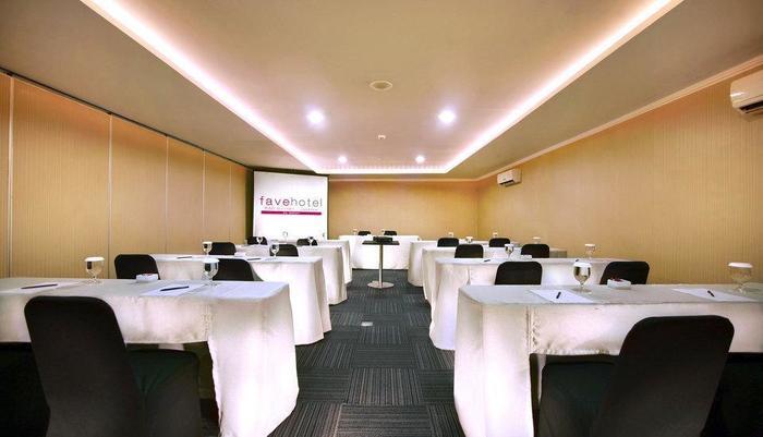 Fave Hotel Cililitan - Meeting Room