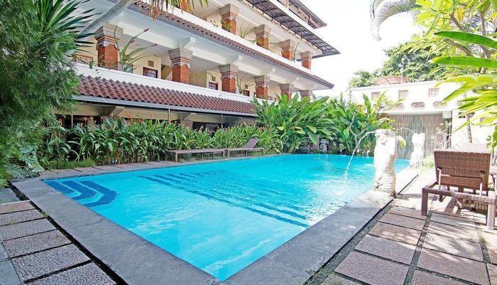 ZenRooms Paradise Legian Hotel Bali - Kolam Renang