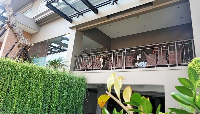 Noormans Hotel Semarang - Area balkon yang nyaman untuk merokok