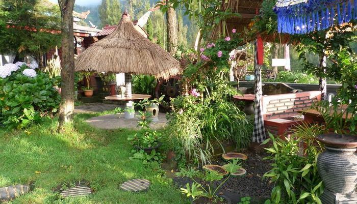 Yoschi's Hotel Probolinggo - resto&taman