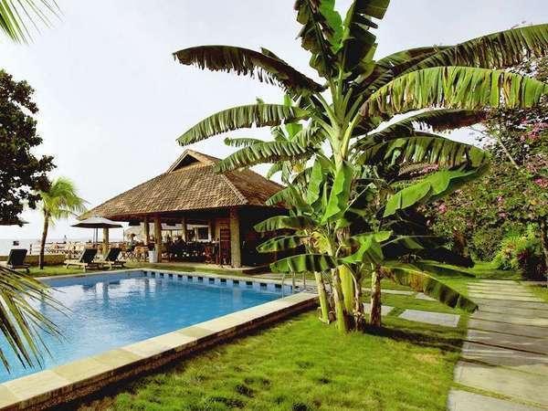 Cocotinos Manado - Tampak Luar