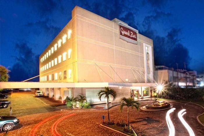 Hotel Grand Zuri Duri - Tampilan Luar Hotel