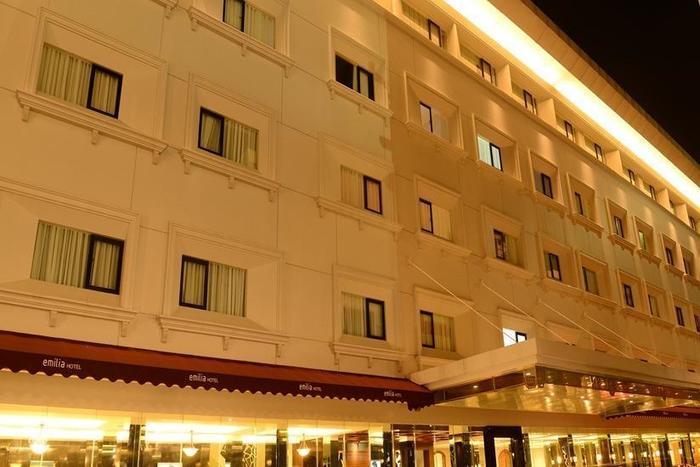 Emilia Hotel by Amazing Palembang - Tampilan Luar Hotel