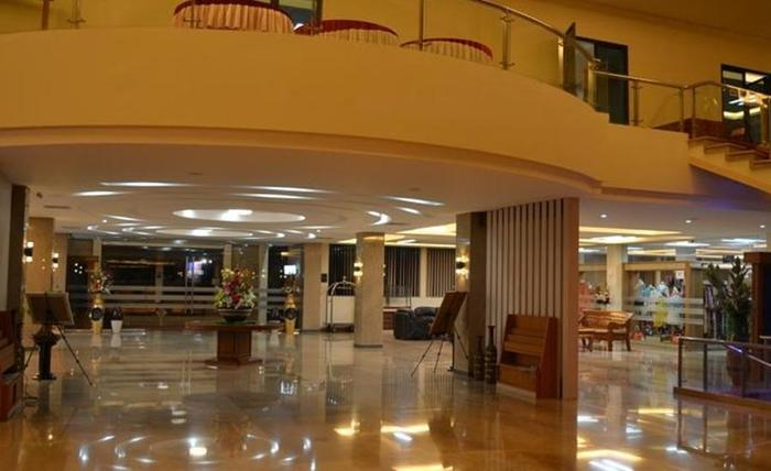 Regina Hotel Pemalang - Lobi