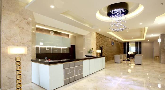Gino Feruci Hotel Bandung - Resepsionis