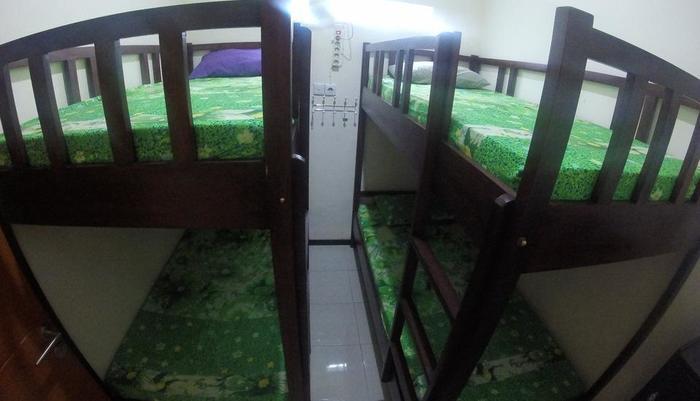 Tya Backpackers Malang - satu kamar untuk 4 orang