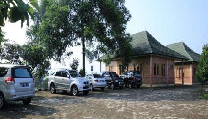 Rizen Kedaton Hotel Bogor - Parking Area