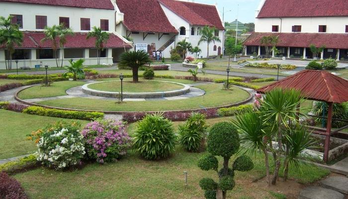 Pod House Makassar Makassar - Objek Wisata Sekitar