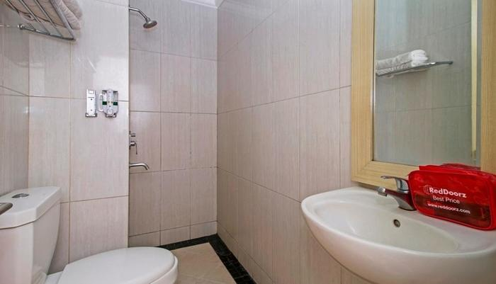 RedDoorz @Kebayoran Lama Jakarta - Kamar mandi