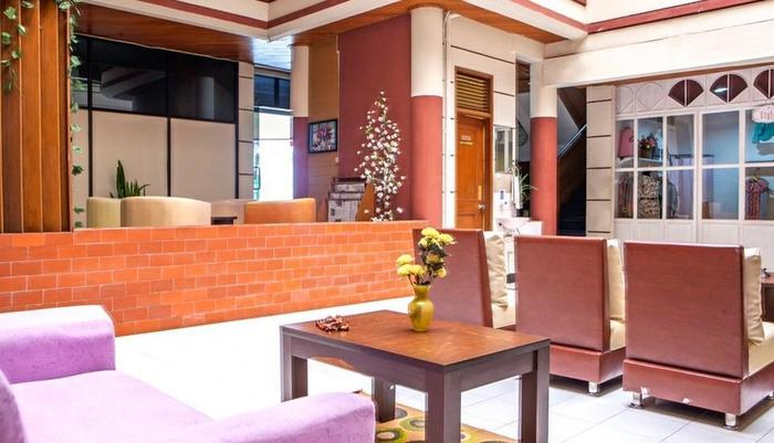 RedDoorz near Hyperpoint Pasteur 2 Bandung - Lobby