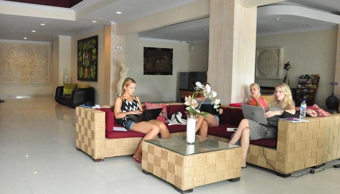 Hotel Puri Saron Denpasar Bali - Tamu kami di front office.