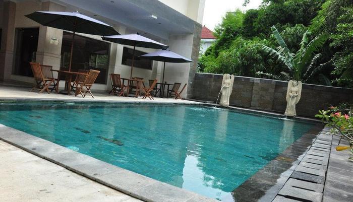 Hotel Puri Saron Denpasar Bali - Kolam Renang