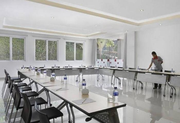 Amaris Cirebon - Meeting Room