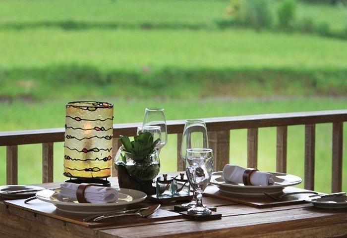 Dedari Kriyamaha Villas Bali - Meja Makan