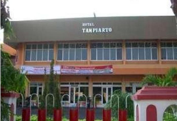 Hotel Tampiarto Probolinggo - Eksterior