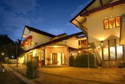 Rumah Asri Bandung - Tampilan Luar