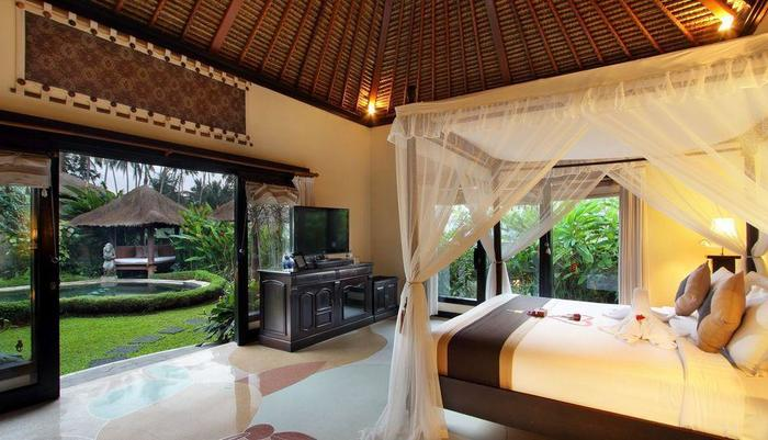 Furama Villas Ubud - Royal Pool Villa - master bedroom