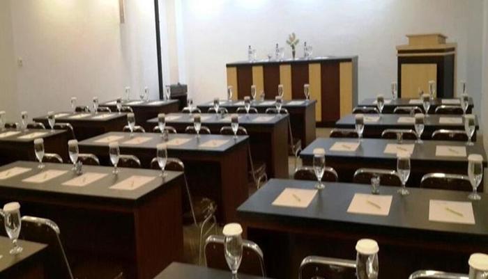 Elfah Hotel Manado - Ruang Rapat