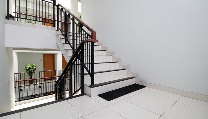 Cilandak Mansion Jakarta - Stairway