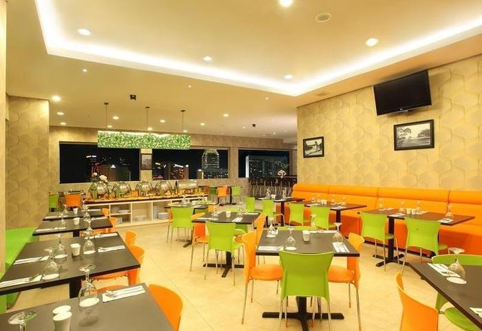 Hotel Dragon Inn Jakarta - Restaurant