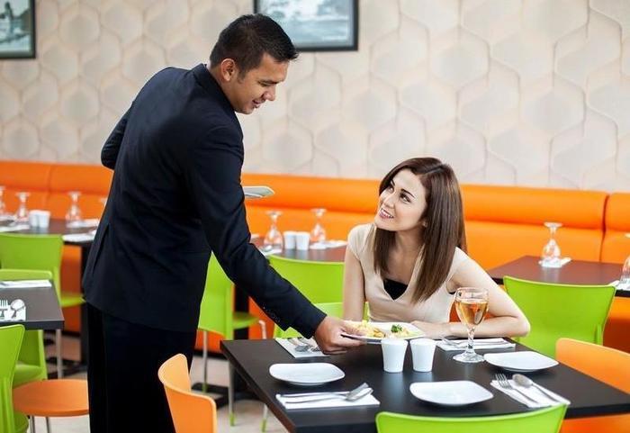 Hotel Dragon Inn Jakarta - Service