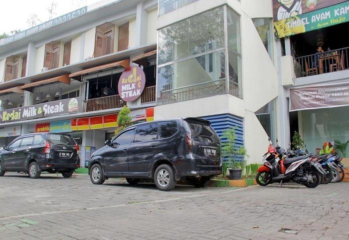 RedDoorz near Paris Van Java Bandung - Eksterior