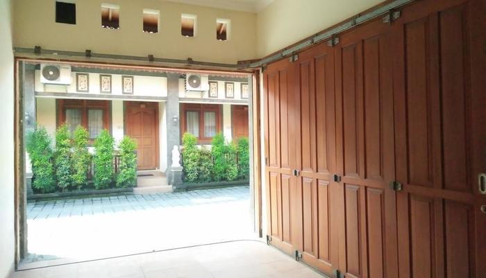 The Yuma Bali Hotel Sanur - Garasi Mobil pribadi
