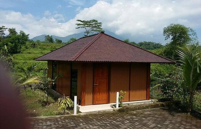 Rumah Kayu Pinggir Kali Pasuruan - Exterior