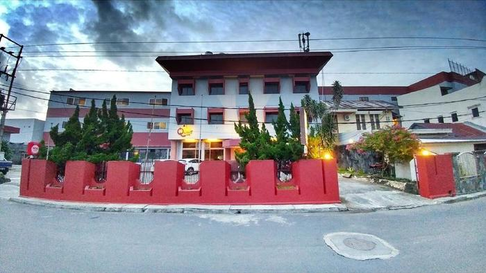 Quint Hotel Manado - Exterior Building