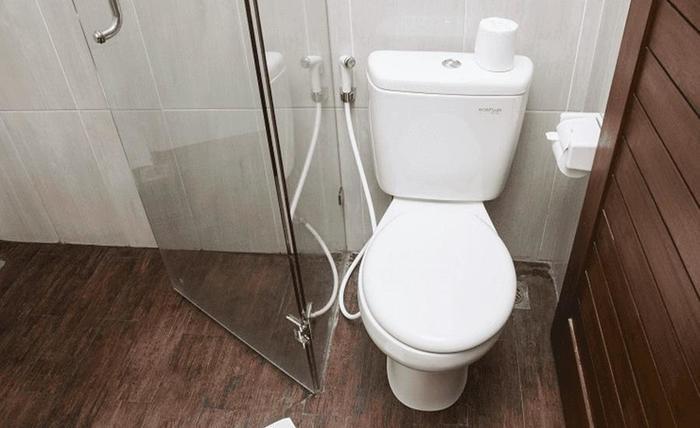 Tinggal Premium Cottage Ubud Raya Pengosekan Bali - Kamar mandi