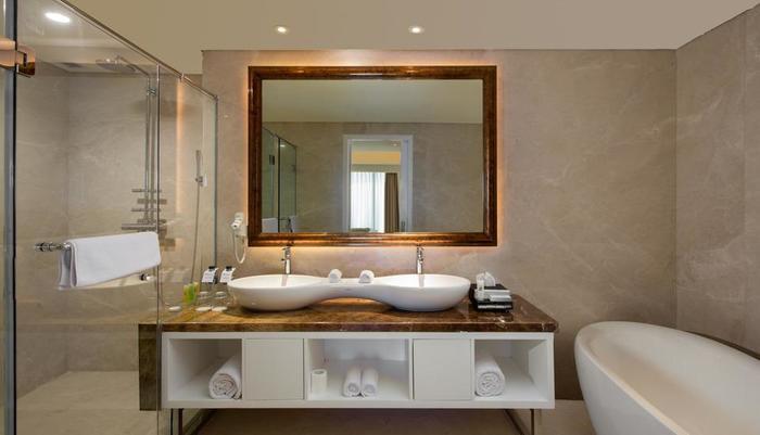 Swiss-Belhotel Yogyakarta - Suite Bathroom