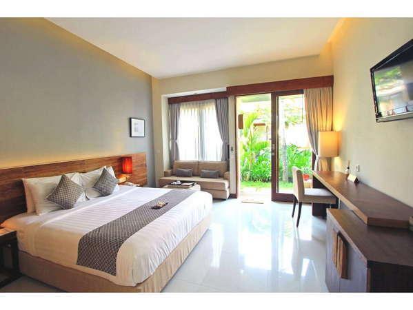 Uma Karan Seminyak Bali - Deluxe Pemandangan Kolam