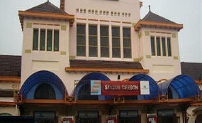 Pia Hotel Cirebon Cirebon - Stasiun Kereta